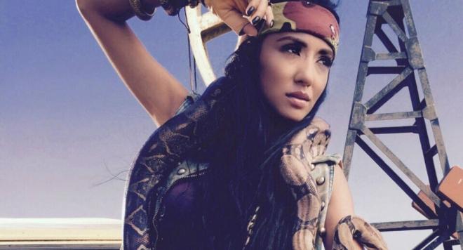 Ани Хоанг се снима със змия в новия си клип (видео)