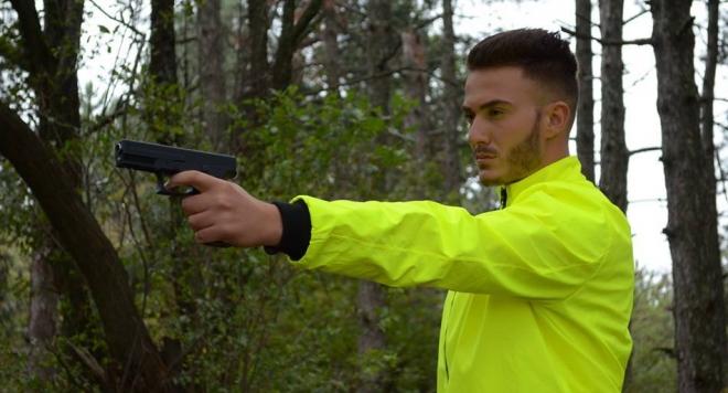 Едис Пала стреля по терористи