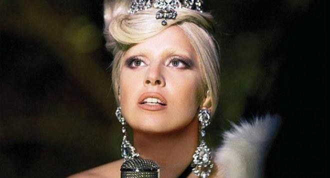Лейди Гага със специално коледно изпълнение
