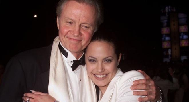 Джоли не поканила баща си на сватбата