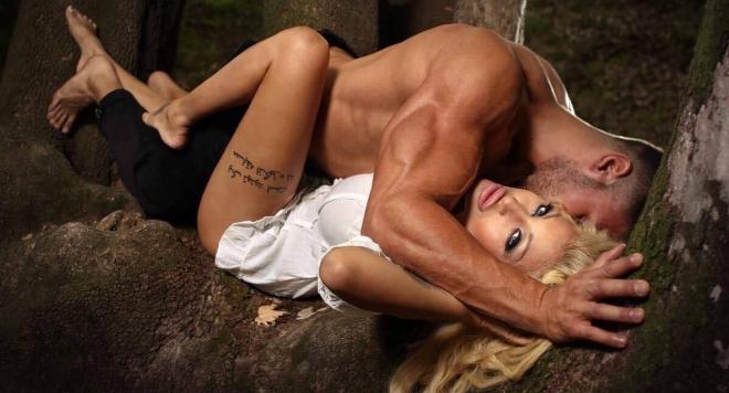 Джулиана Гани прави страстен секс в гората (Снимки 18+)