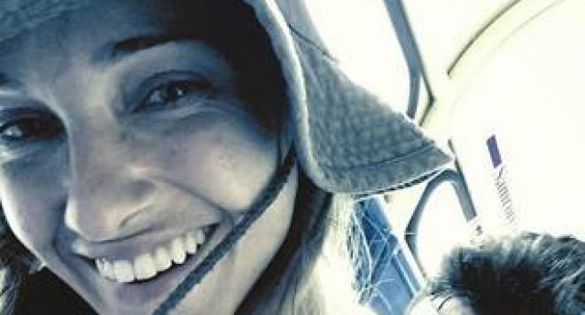 Хулигани са пребили Алекс Раева пред дома й