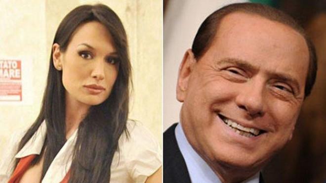 Берлускони залитна по зъболекарката си