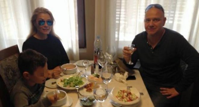 Венета Райкова прибира семейния апартамент след развода, прати Тишо на квартира