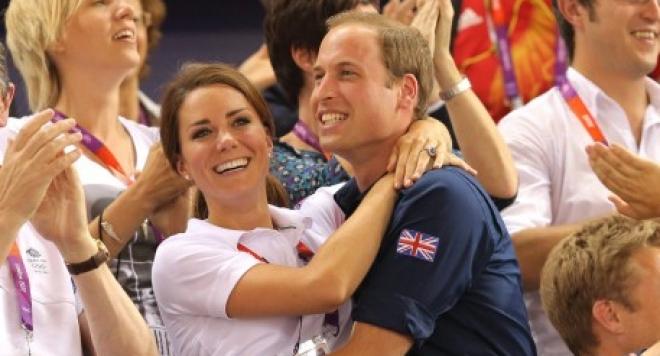 Уилям и Кейт показаха сина си (ПЪРВА СНИМКА)