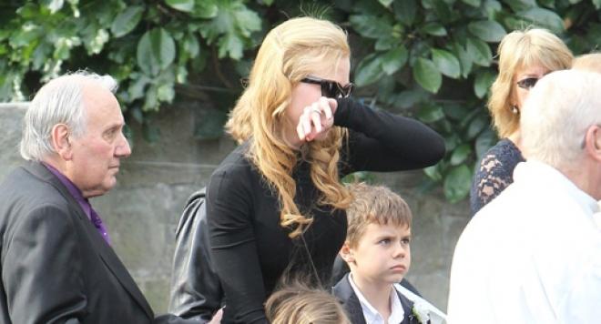 Никол Кидман погреба баща си с песен /видео/