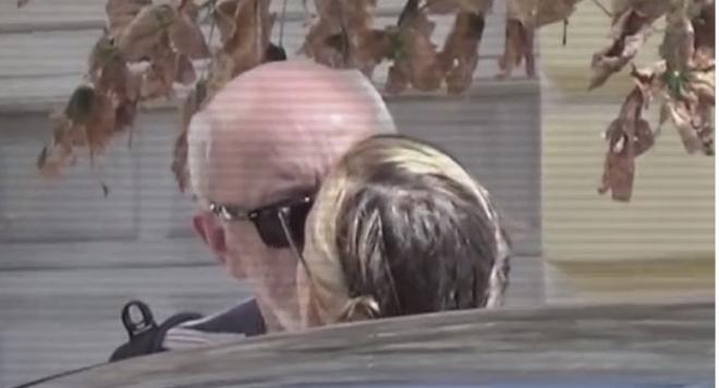 Папараци пак щракнаха Стоян Алексиев да се целува с младото си гадже