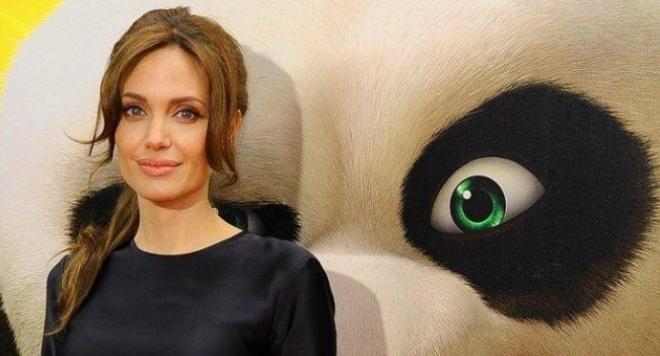Скандална фотосесия на 16-годишната Анджелина Джоли запали мрежата (снимки 18+)