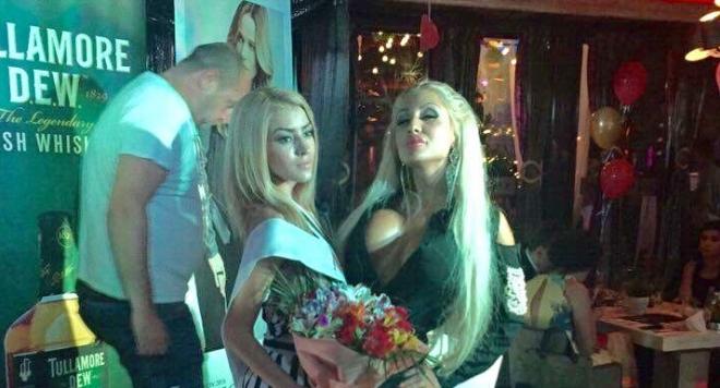 Джулиана Гани развя цици и вдигна як скандал на конкурс за красавици