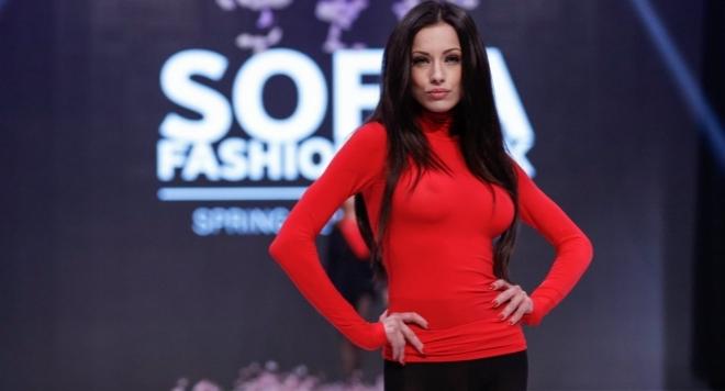 Миската Роси Иванова показа огромните си бомби (ФОТО)