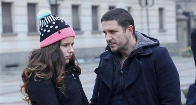 Дъщерята на Блатечки се влюби за първи път + защо се представя с фамилията Асенова