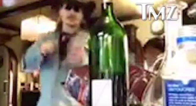 СКАНДАЛНО ВИДЕО! Вижте пияния Джони Деп