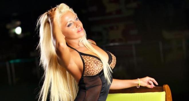 Мартина Узунова застрахова циците си за 1 млн.