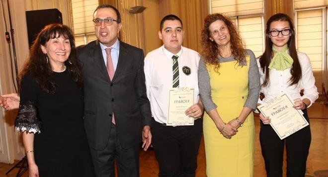 Петър Стоянов награди млади историци