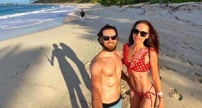Теди Бургазлиева с меден месец две години след сватбата