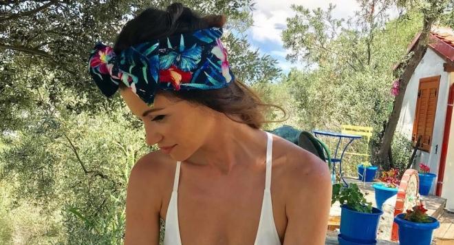 Диляна Попова заживя в бунгало на плажа