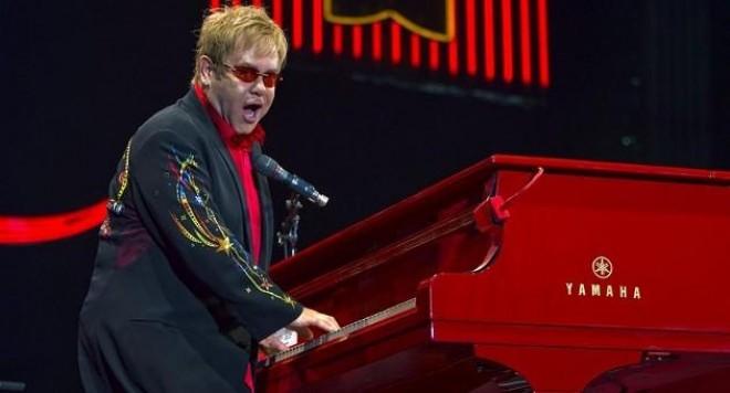 Елтън Джон подлуди българските си фенове с голямо шоу