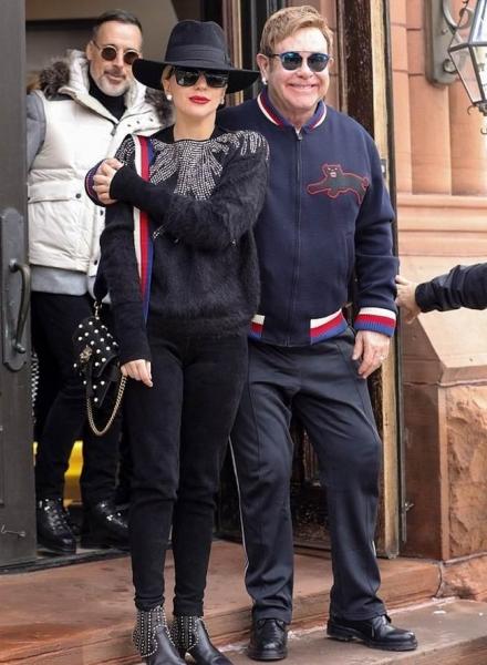 Лейди Гага посрещна Коледа с Елтън Джон и съпруга му