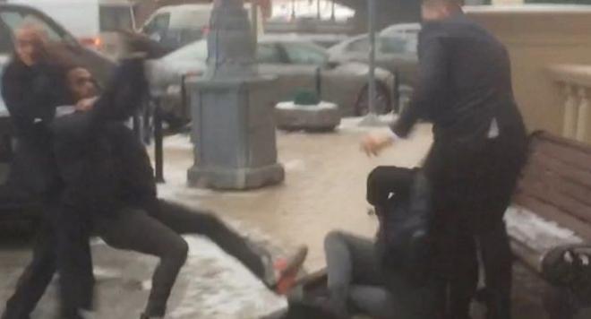 Гардовете на Моника Белучи нападнаха журналисти в Москва