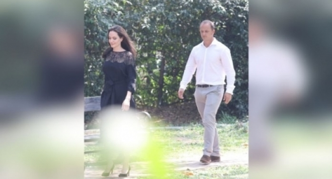 Анджелина Джоли иска седмо дете от тайнствен мъж