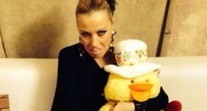 Камелия получи плюшена патка за ЧРД