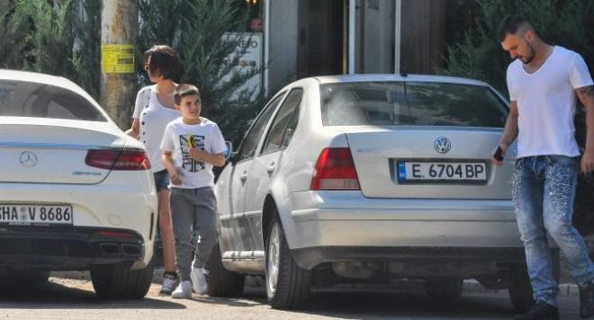 Валери Божинов пръсна 3 бона за сина си, вози Валерко в мерцедес за 200 бона