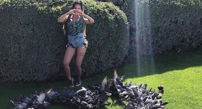 Джулиана Гани получи сърце от живи гълъби в Париж (ВИДЕО)