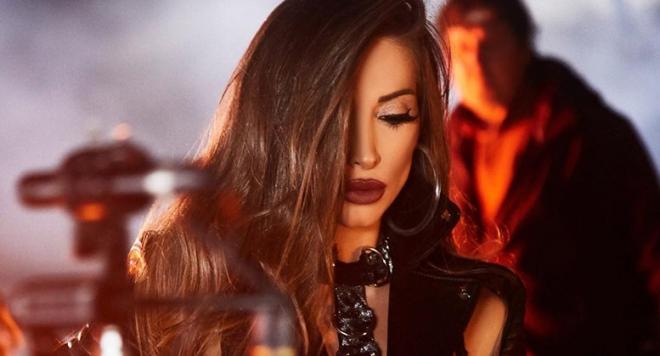 Ариа стартира кариерата си в музикалната компания с голямо самочувствие