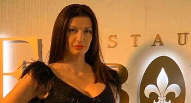 Мисис България Яна Средкова набира средства за възрастни двойки в нужда