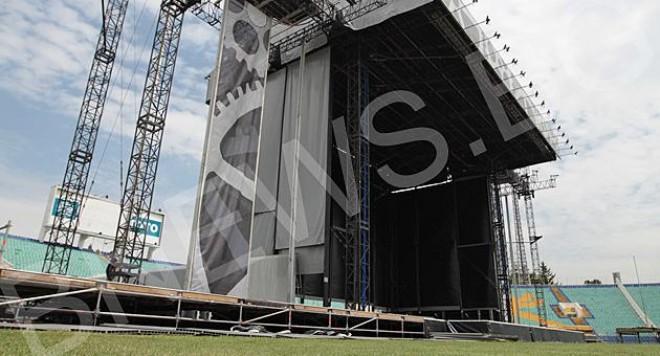 70-метрова сцена за концерта на титаните AC/DC