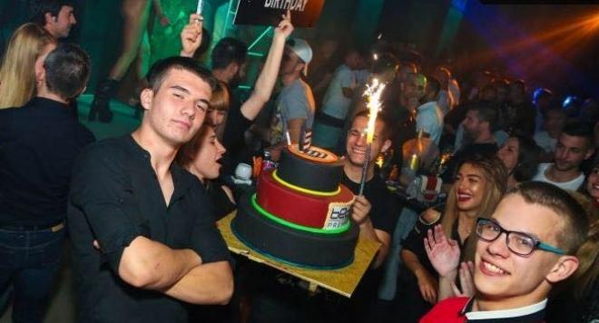 Синът на Кали чукна 18 с пищно парти
