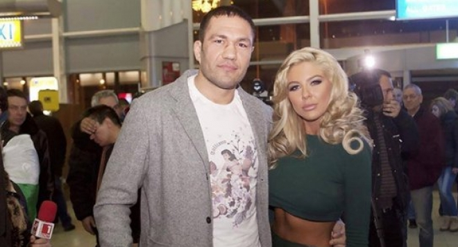 Андреа и Кобрата се женят на ринга