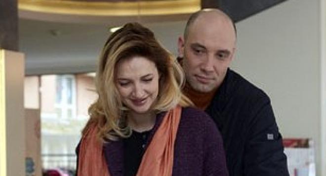 Захари Бахаров заряза жена си