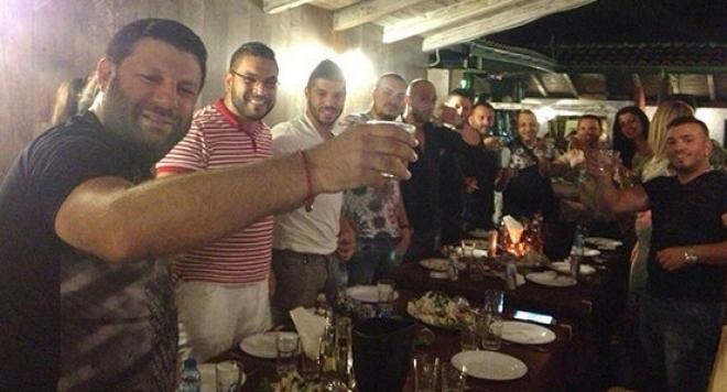 Тони Стораро вдига луд купон за 40-ия си рожден ден в.... сладкарница