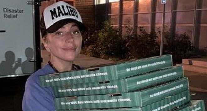 След като остана без дом, Лейди Гага разнася пици