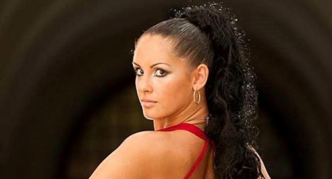 Най-красивата българка в Канада ще ни става президент