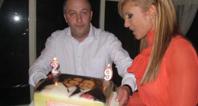 Анелия чукна 29 с парти-изненада