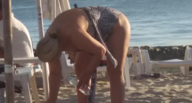 Деси Слава на плаж (ПАПАРАШКИ СНИМКИ)