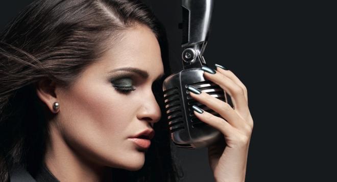Веси Бонева разпалва микрофоните