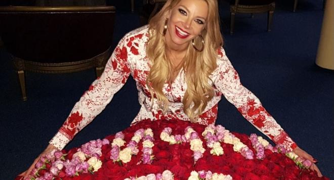 Емилия със 101 рози от новия за ЧРД