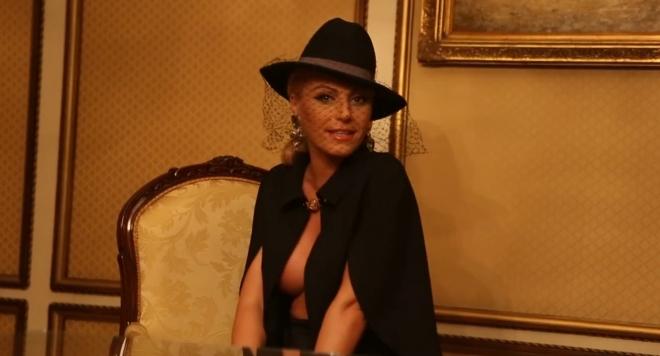 Напористи фенове натискат Камелия за секс и голи снимки
