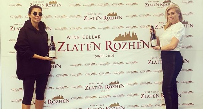 Мисис България Роксана Кирилова и българско вино в родолюбива акция за Роженския манастир
