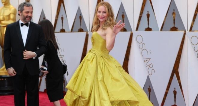 Вижте тоалетите в нощта на Оскарите (СМИНКИ)