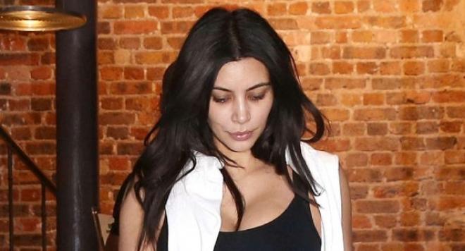 Ким Кардашиян тръгна без бельо и грим (снимки)