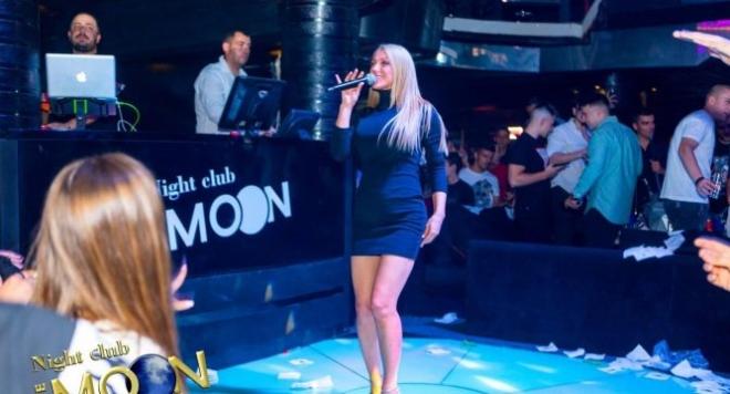 """Емануела откри подобаващо сезона в """"The Moon"""""""