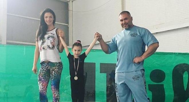 Щерката на Мис Дупе отнесе първо място в турнир по гимнастика