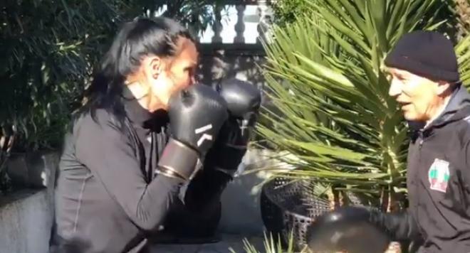Цеци Красимирова сложи боксовите ръкавици