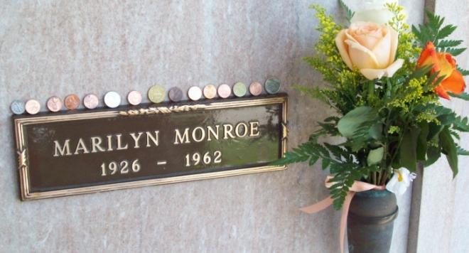 Надгробната плоча на Мерилин Монро на търг за  215 500 долара