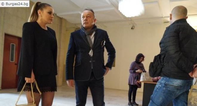 ДесиСлава с убийствен минижуп в съда по дело за убийство
