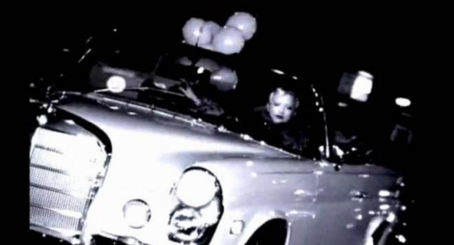 Мадона продава белия Мерцедес от Шон Пен